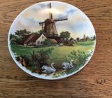 Decorative Windmill Plate *EXCELLENT CONDITION*